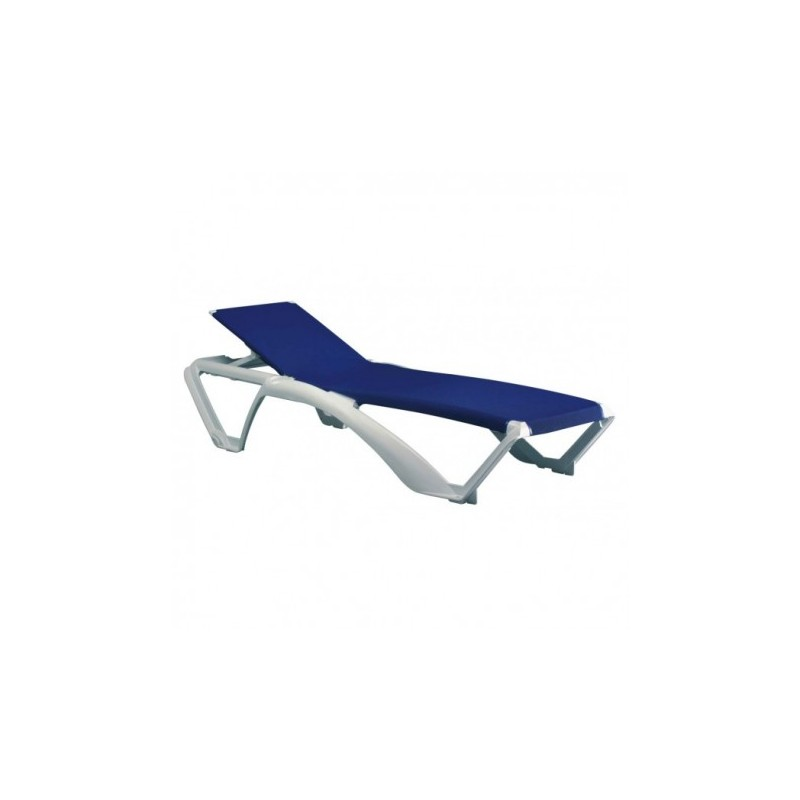Chaises longues de piscine chaise longue de salon with for Chaises longues de piscine