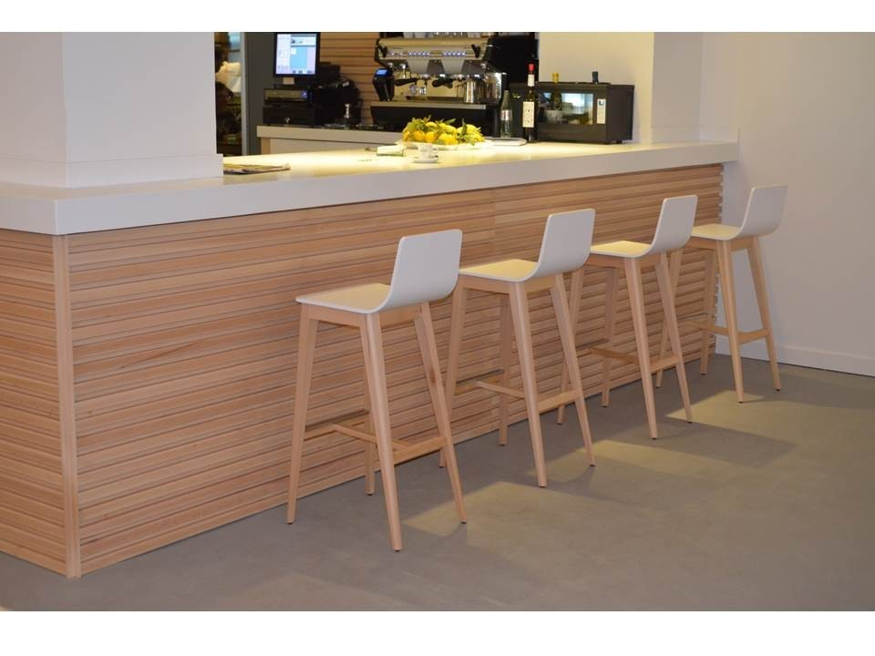 Meubles et mobilier pour hotellerie chaisestables for Mesas en madera para bar